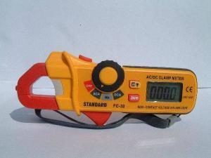 Wzorcowanie FC-32 miernika cęgowego Standard Instruments